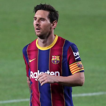 Messi ditch controversies at Barça