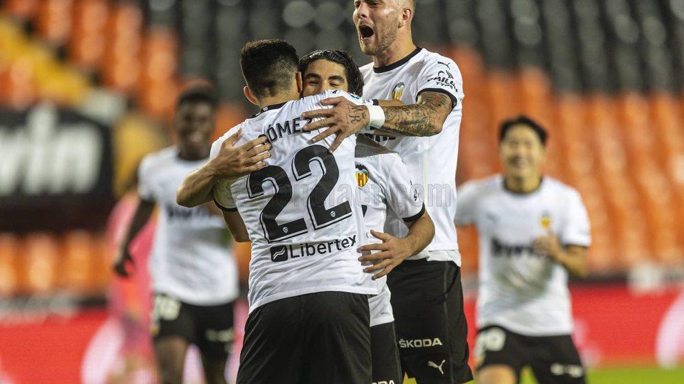El Valencia golea al Real Madrid